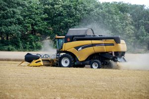 combine-harvester-by-the-work-4-1065632-m